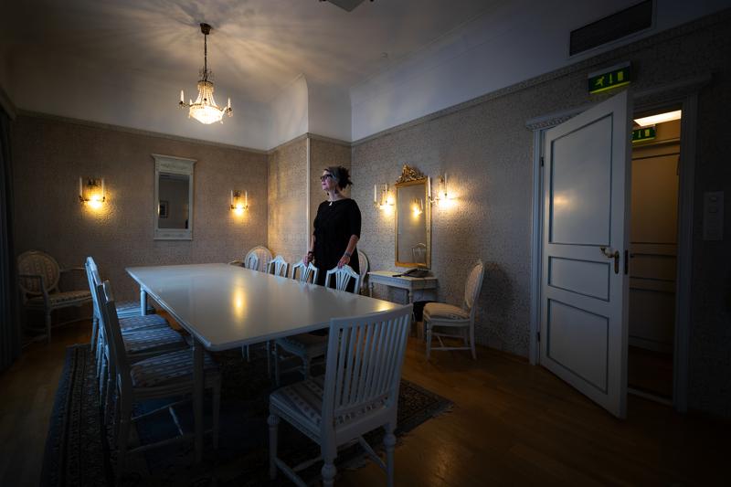 Hotelli Centralin henkilökunta on raportoinut siitä, että Schauman-kabinetissa on kaadettu kynttilänjalka, kattauksia sekoitettu ja yksi tuoli saattaa olla pois paikaltaan. Tiina Hautala on kerännyt kummitustarinoita Suomen hotelleista.