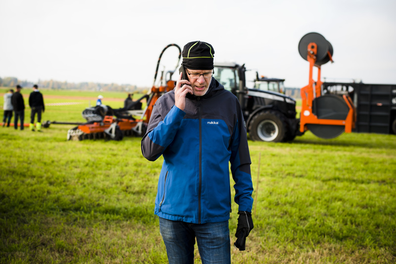Maa- ja metsätalousministeriölle työskentelevä, virkavapaalla oleva Nivalan maaseutujohtaja Hannu Tölli kehuu Nivalan peltolohkoja pääosin hyviksi.
