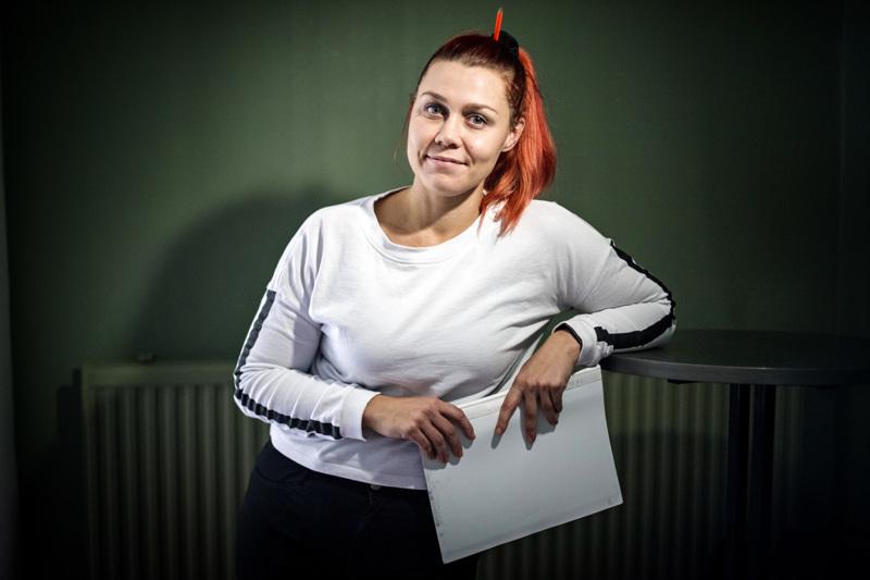 Hanna Pekkarisen arki töissä on vaihtelevaa ja yllätyksiä täynnä. Vapaallakaan Pekkarinen ei seuraa tarkkoja aikatauluja, vaan tykkää tehdä asioita lastensa kanssa fiiliksen mukaan.