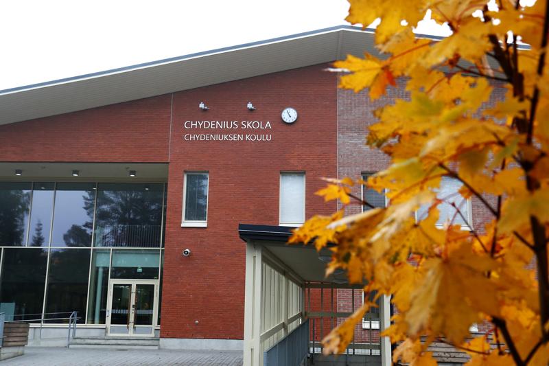 Chydeniuksen koulu sijaitsee Hakalahdessa Kokkolassa.