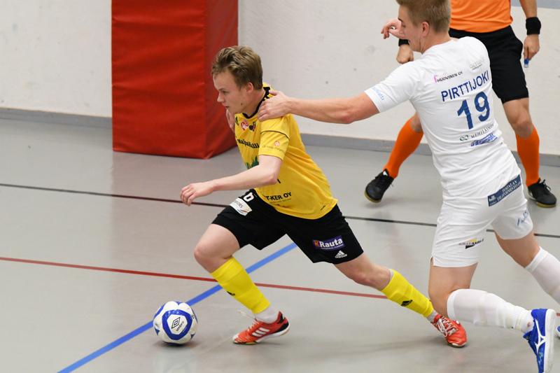 Atte Häivälä avasi Sievi FS:n maalitilin tämän kauden Futsal-liigassa KaDyä vastaan.