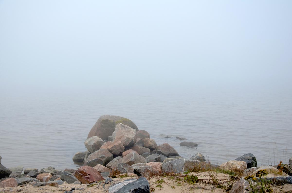 Proomusta karkasi mereen runsaasti puutavaraa Mässkärin lounaispuolella Pietarsaaren...