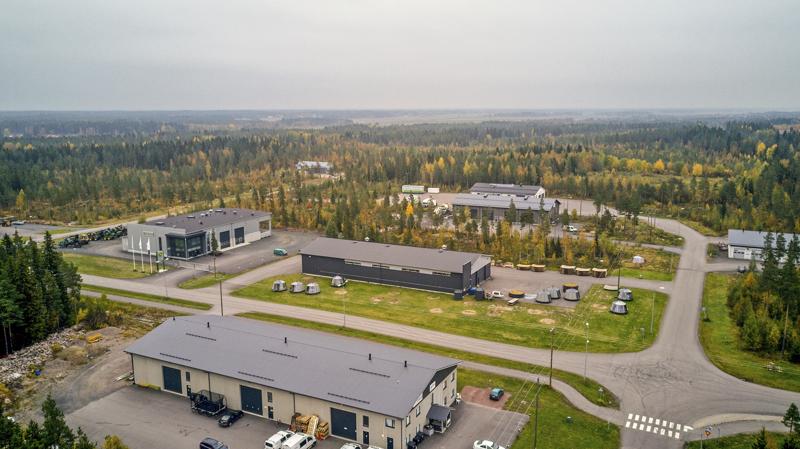 Koskipuhdon Teollisuuspuistoon on tulossa lisää tontteja teollisuudelle. Ne sijoittuvat kuvassa olevien rakennusten taakse Savontien ja Koskipuhdontien väliselle alueelle.