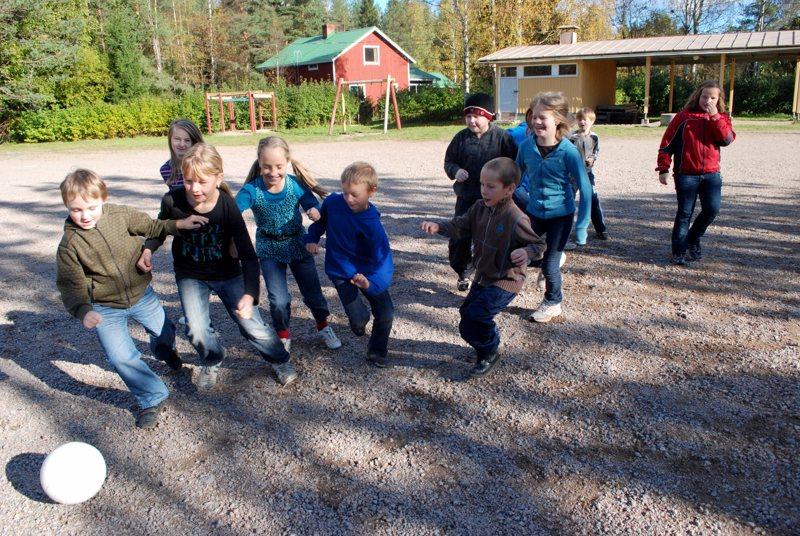 Välituntipelit Aittolan koululla olivat jatkumassa vielä ainakin kevääseen 2012, sillä kouluverkon tarkastelua oli päätetty lykätä.