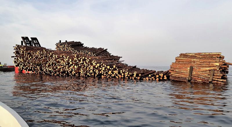 Vesilläliikkujia varoitetaan meressä olevista tukeista Pietarsaaren edustalla Mässkärin lounaispuolella.