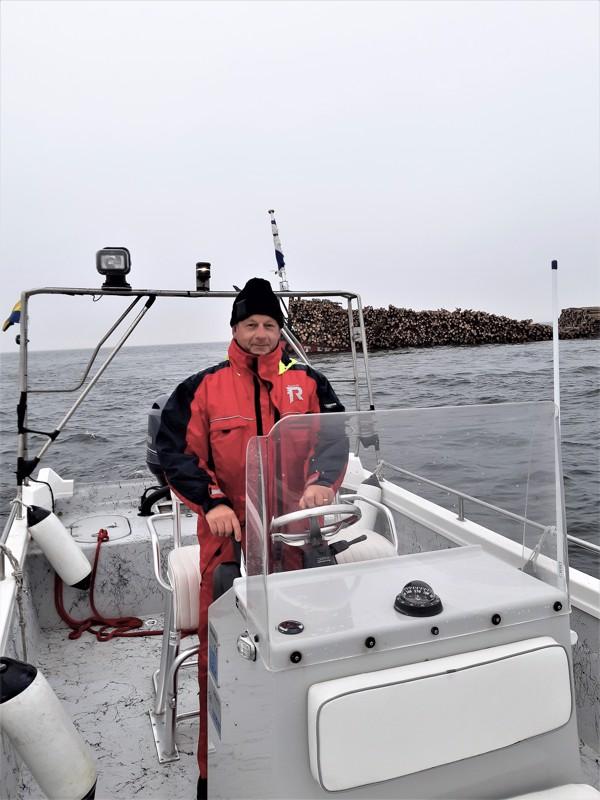 Pietarsaarelainen Mikael Hagman on avustanut proomun pelastusoperaatiossa mm. hakemalla lisää pumppuja.