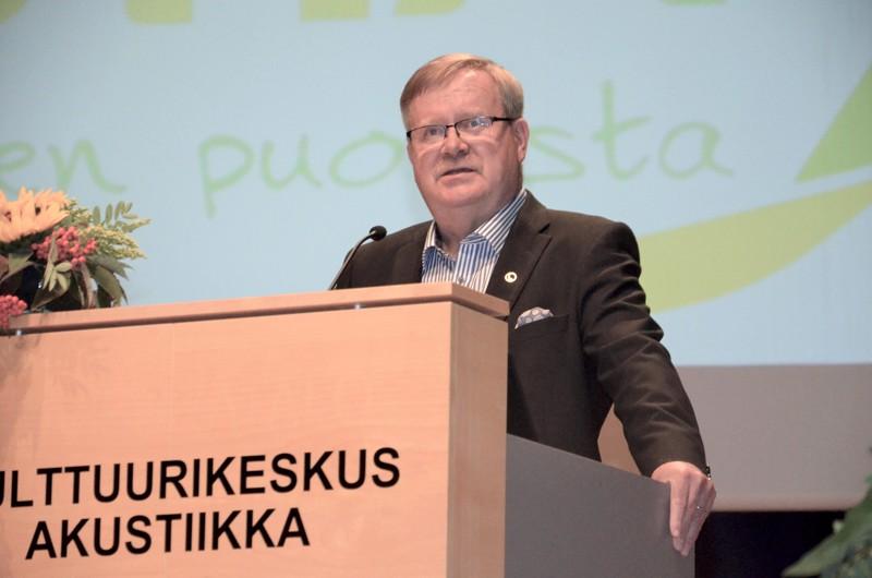 Vestian hallituksen puheenjohtajana jatkaa Paavo Hankonen.