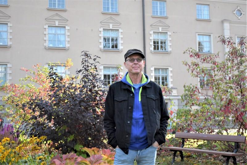 Pietarsaari on ollut aina voimakkaasti läsnä Kari Ilmosen sanaitaiteessa. Hän palasi kotikaupunkiinsa asumaan kuusi vuotta sitten.
