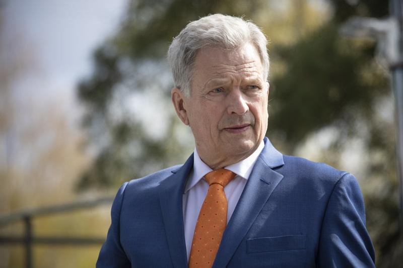 Presidentti Sauli Niinistö lupautui kirjoittamaan tervehdyksen paikallislehtien lukijoille viime helmikuussa, kun paikallislehtien päätoimittajat vierailivat Mäntyniemessä.
