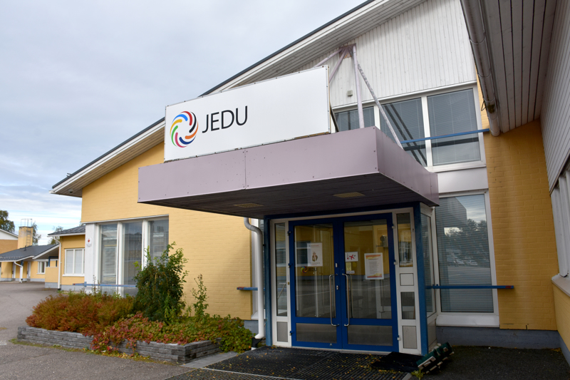 Jedun Kalajoen yksikön päärakennus aiotaan korvata uudisrakennuksella.