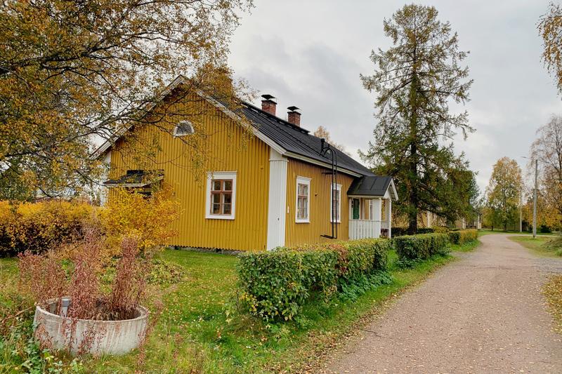Kasarmialueen vanhoista rakennuksista jäisivät jäljelle radan varressa olevat rakennukset. Asemapäällikön talo näyttää esimerkkiä, kuinka rakennukset ovat vielä korjattavissa.