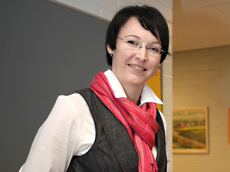 Yhtenäiskoulun rehtori Tuulia Säkkinen jatkaa myös virkaa tekevänä sivistys- ja hyvinvointijohtajana maaliskuun loppuun tai siihen saakka, kun virka saadaan vakinaisesti täytettyä.