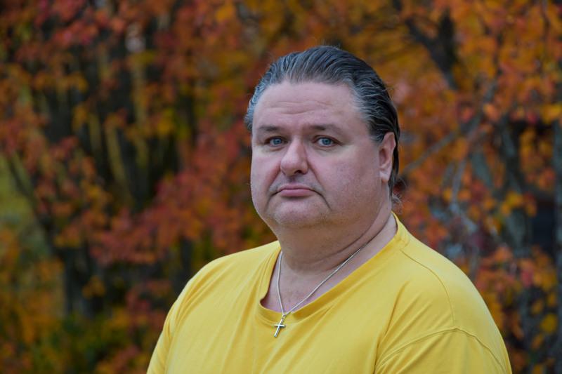 Haapaveden Perussuomalaisten puheenjohtajan paikan jättänyt Teijo Törmälehto kertoo yhdeksi syyksi ratkaisuun vartijan yötyöt. Muitakin syitä on.