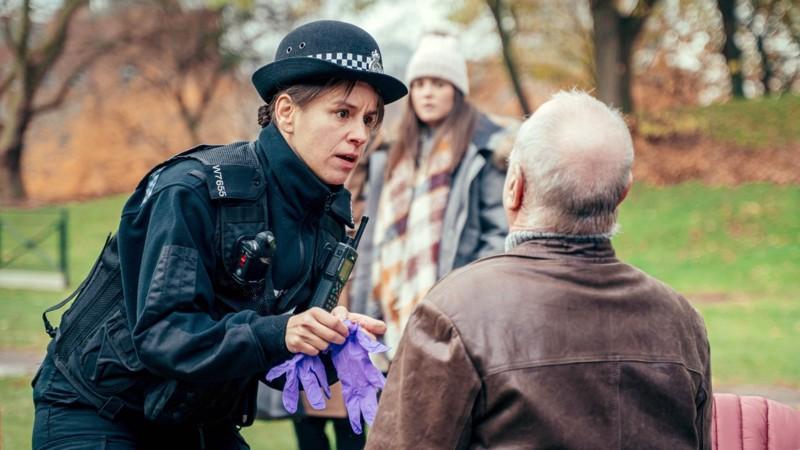 Päivystävä poliisi on löytänyt myrkytyksen uhrin, karkotetun venäläisvakooja Sergei Skripalin puistonpenkiltä Salisburyssä.