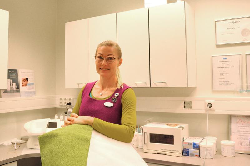Anne Peltoniemi työskentelee hoitolassaan pääsääntöisesti vain arkena. Viikonloput on rauhoitettu harrastuksille ja perheelle.