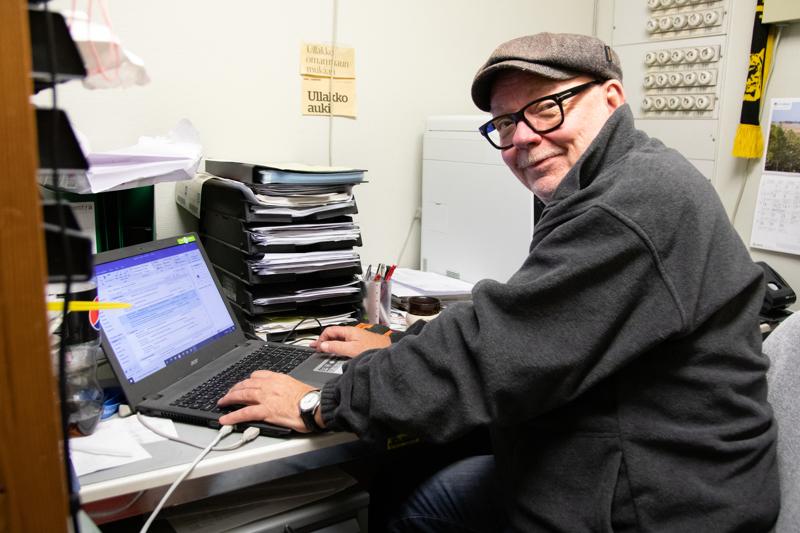 """- Nyt olen ollut kolmisen vuotta eläkkeellä, mutta yritystoiminnasta en halua jäädä pois"""" kertoo Veijo Ullakko todeten, että lokakuun puolessa välissä musiikkiliike Laitevälitys Oy täyttää 34 vuotta."""