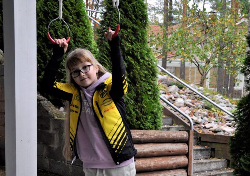Onnea! Eevi Hilja Sofia Oravainen harrastaa pesistä, kuvataidetta ja pianonsoittoa.