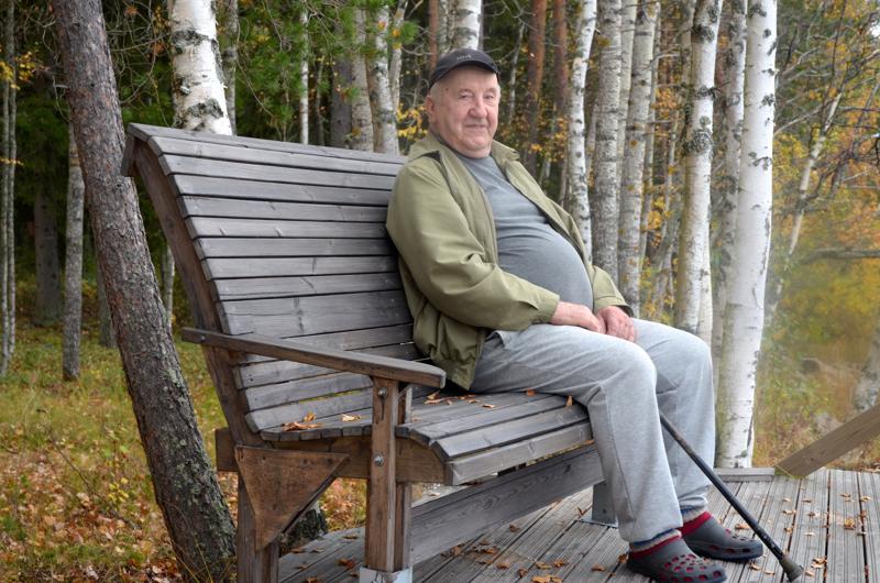 Sovussa. Olavi Sillanpää on elänyt luonnon kanssa sovussa. Kun siihen lisätään lukeminen, tiukasti ajassa pysyminen uutisia lukien ja seuraten, ne kaikki ovat tuoneet elämään monia erilaisia kokemuksia.