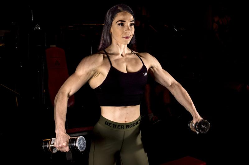Kaustislainen Karoliina Skantsi voitti lauantaina kultaa body fitnessin SM-kisoissa.