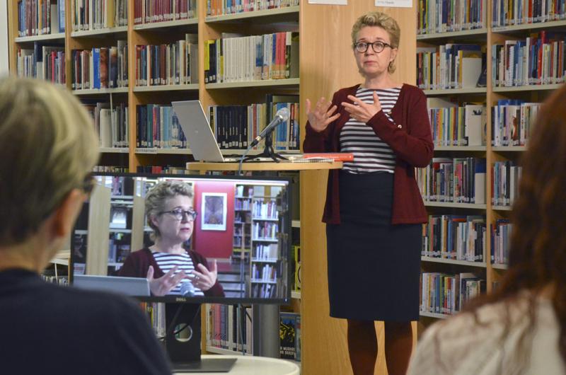 Kirjailija Sirpa Kähkösen puheenvuoro sananvapaudesta ja koko muukin seminaari nauhoitettiin ja sitä pystyi seuraamaan etänä myös netin välityksellä.