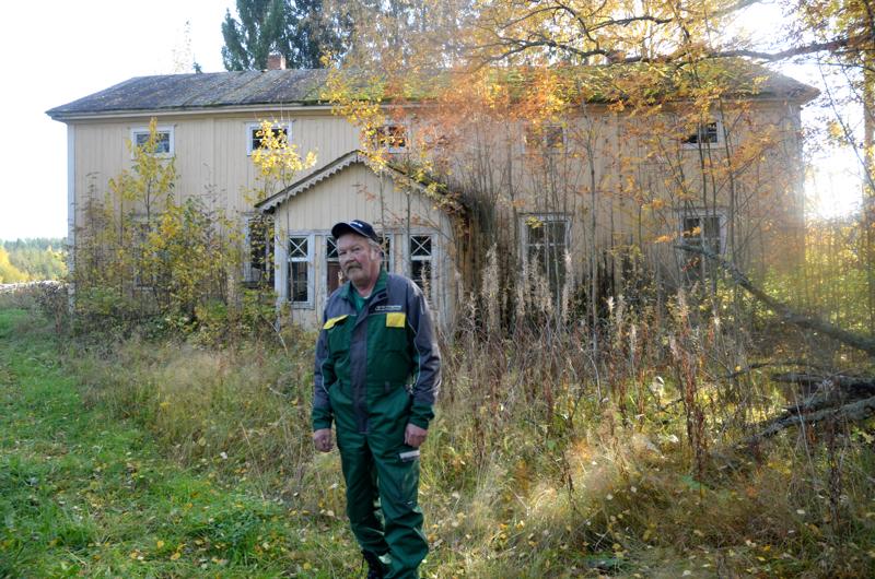 Sepäntalo. Sepäntalon päärakennus on vielä pystyssä. Seppo Järvenoja sanoo, ettei muuta talon rakennuskantaa ole enää pystyssä.