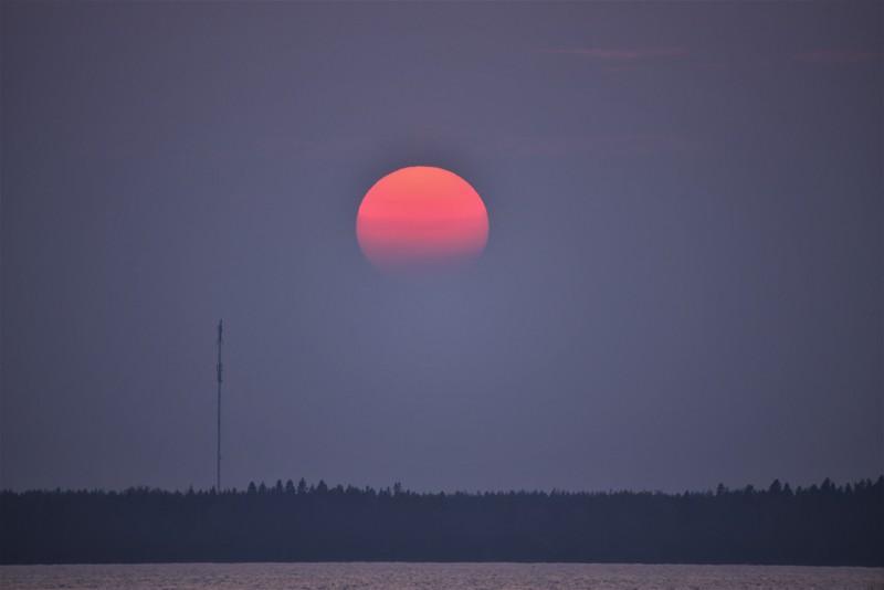 Punainen aurinko.