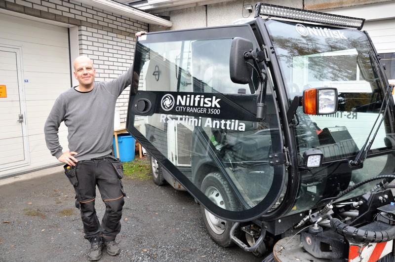 Teemu Anttila pitää tärkeänä, että työssä käytettäviä koneita voidaan hyödyntää ympäri vuoden.