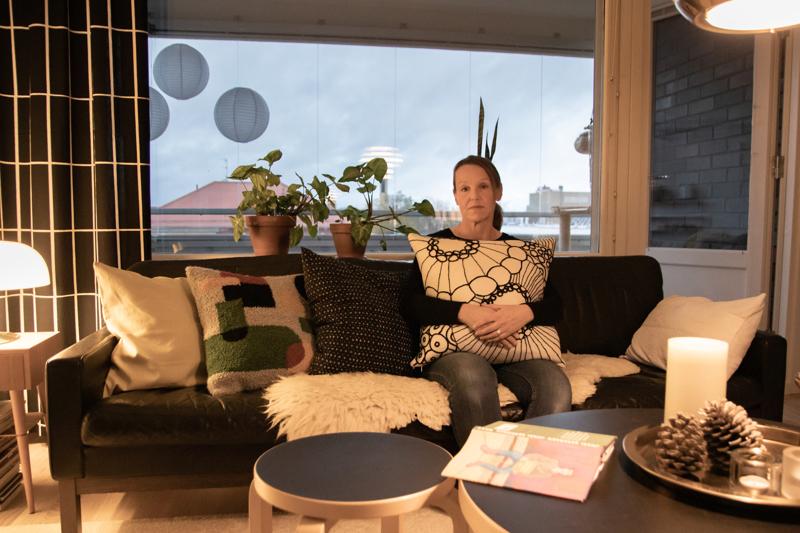 Nanna Salonen on harrastanut erilaisia käsitöitä lapsesta saakka. Esimerkiksi oman kodin sohvatyynyt ovat hänen käsialaansa.