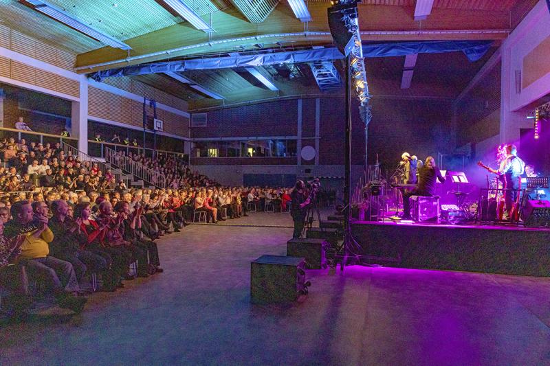 Kuningaskunta juhlii -konsertti keräsi viime helmikuussa Haapaveden liikuntahallin katsomon täpötäyteen.