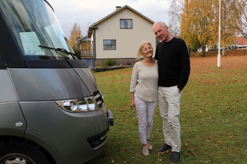 Veteliläisjuurinen Iris Färjhage asui Suomessa vieraillessaan kuukauden asuntoautossa. Färjhagella oli matkaseurana oli Christer-puoliso.