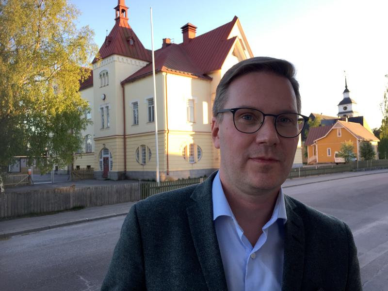 Mats Brandt valittiin Uudenkaarlepyyn kaupunginjohtajaksi marraskuussa 2018.