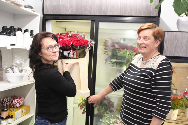 -Kuuntelemme herkällä korvalla asiakkaita, lupaa Nina Vilppola. Liikettä hoitaa Mirva Laitila.