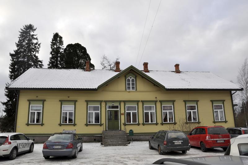 Muutto. Lohtajan seurakuntakoti muuttaa vuonna 1896 rakennettuun Lohtaja-taloon.