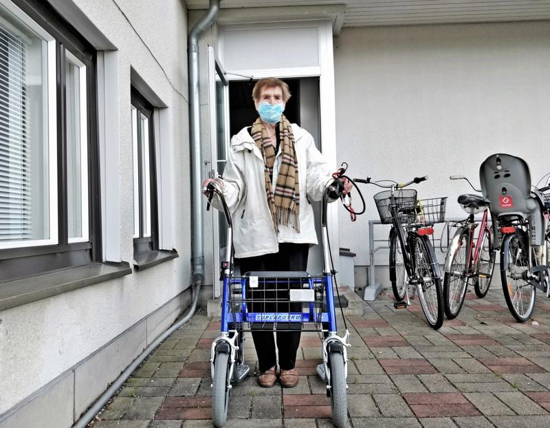 - Polkupyörä vaihtui lopulta potkukärryyn, tuumii 92-vuotias Kaarina Millasnoore.