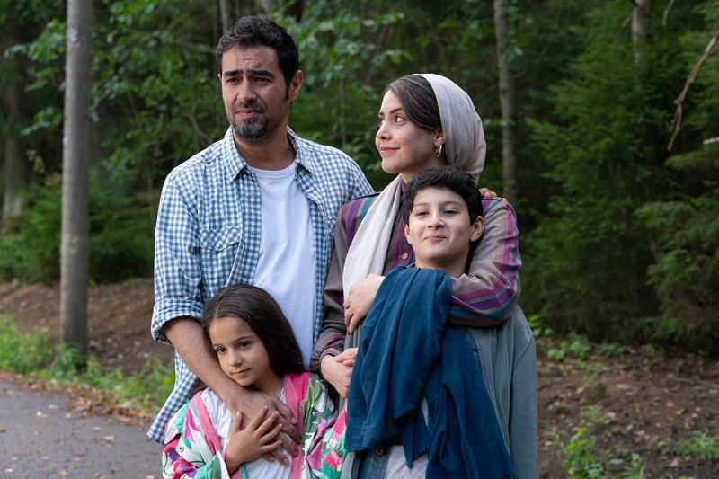 Mehdipourin perhe viihtyy Suomessa. Isänä Shahab Hosseini, äitinä Shabnam Ghorbani ja lapsina Kimiya Escandari sekä Aran-Sina Keshvari.