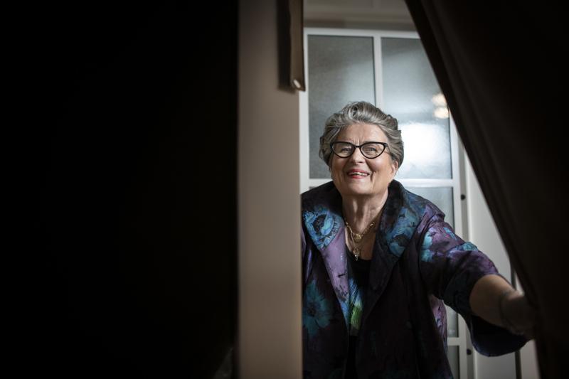 """Riitta Uosukainen sanoo, että miehensä Alzheimerin taudin takia hän on aina vähän """"varppeillaan"""" ja ajattelee, """"Meneekö kaikki hyvin?"""""""