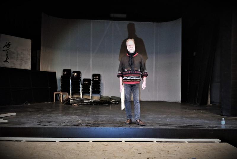 """- Teemme Näyttämön porukan kanssa yhdessä Juurihoidosta hyvän proggiksen ja lopputulos on meidän näköinen, toteaa ohjaaja Göran """"Jösse"""" Sjöholm."""