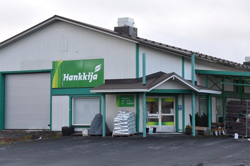Yhteistoimintaneuvottelut alkoivat. Hankkija Oy aikoo lopettaa Kannuksen, Haapaveden ja Sievin myymälät. Kuva Kannuksen myymälästä.
