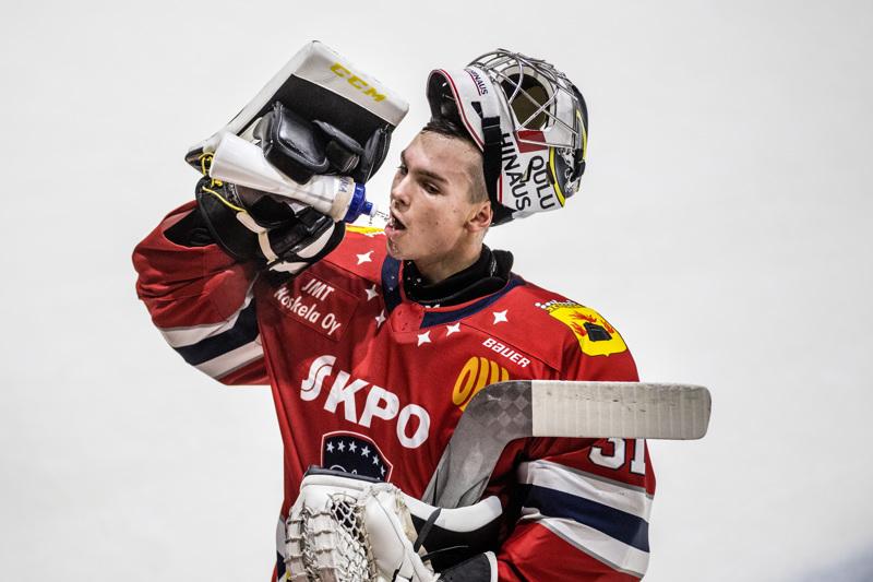 Tuore NHL-varaus Joel Blomqvist hakee Hermeksestä kokemuksia miesten peleistä.