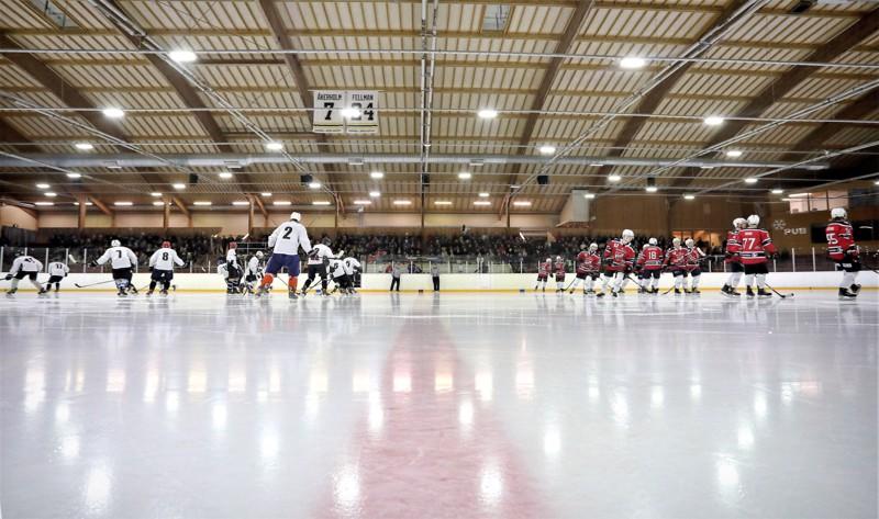 Oulaisissa on viime viikon lopulla ja tämän viikon alussa tapahtunut noin 40 henkilön joukkoaltistuminen jääkiekkoharrastuksen parissa.