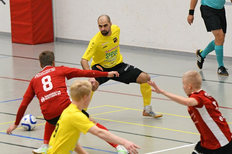 Radik Akhmetkhanov toi kokemusta Sievin nuorisokenttään, jossa pelasivat lisäksi Atte Häivälä, Vilho Hanni ja Jesper Ojala.