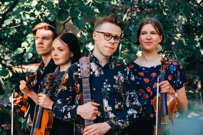 Polenta. Olli Sippola, 5-kielinen viulu, Jonna Lankinen, viulu, Mikko Malmivaara, kitara ja Aino Kinnunen, viulu.