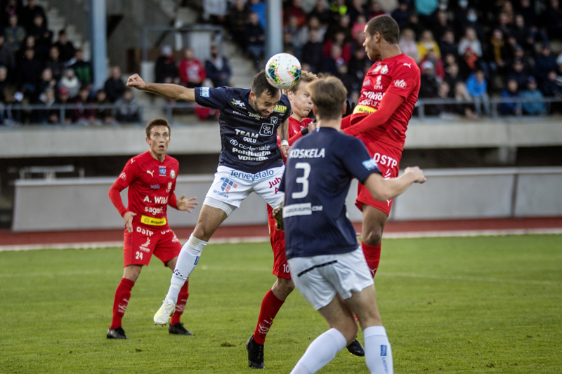 Punapaitaisen FF Jaron pelaajat ovat valmiita pelaamaan vielä marraskuun puolella. Jos Ykkösen kausi vihellettäisiin päätökseen tänään, alkaisivat sinipaitaisen AC Oulun riveissä nousujuhlat.