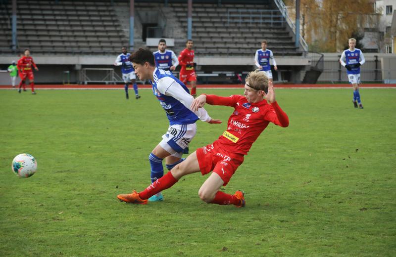 Jaro ja AC Kajaani pelasivat lokakuun puolivälissä Pietarsaaressa Ykkösen pelin tyhjille katsomoille.