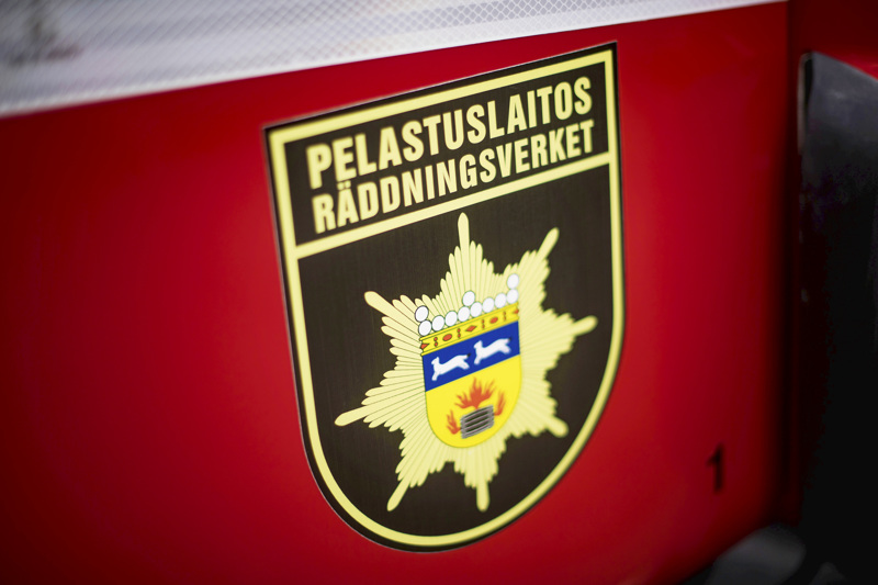 Liikennevälinepalo saatiin nopeasti haltuun Kajaanintiellä.
