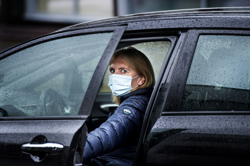 Sairaanhoitaja Vivan Dahl lähti maanantaina kotikäynnille.