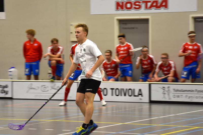 Neljän maalin mies. Toholammin Urheilijoiden Eemil Ali-Haapala teki urakalla maaleja Seinäjoella Konnia vastaan.