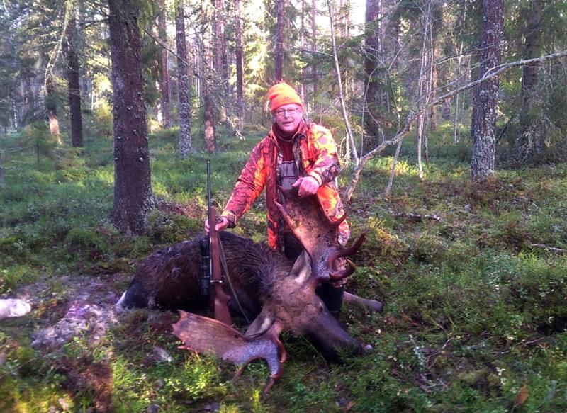 19 piikkinen lapiosarvi. Ilkka Mäki-Petäjä kaatoi Välikannuksessa komeasarvisen uroshirven.