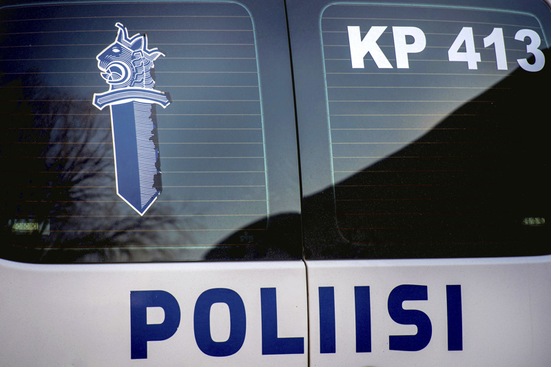 Kokkolan poliisi kertoi pian juhannuksen jälkeen etsivänsä Kaustisella kadonnutta parikymppistä miestä. Viikko siitä poliisi otti kiinni Klemolan surmasta epäillyt kaustislaiset veljekset.