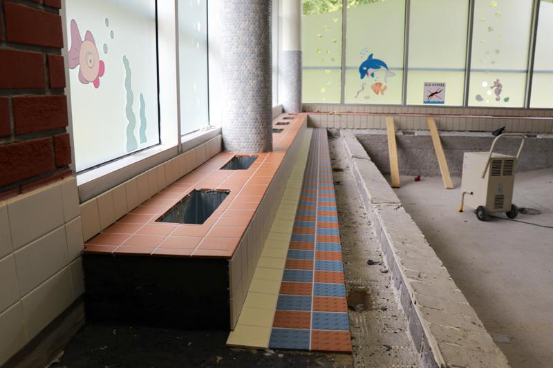 Vetelin uimahallin laatoitustyöt ovat viivästyneet. Tältä allasosastolla näytti elokuun lopulla.